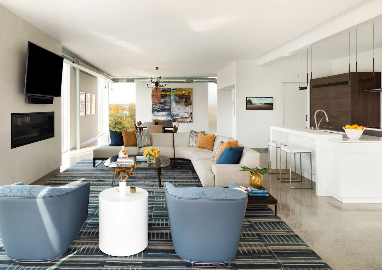 Great room in Rooftop Residence by InUnison Design and Christine Frisk